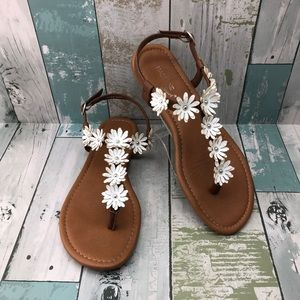 """🎉HOST PICK🎉 """"Ainsley"""" Floral Thong Sandals 7"""